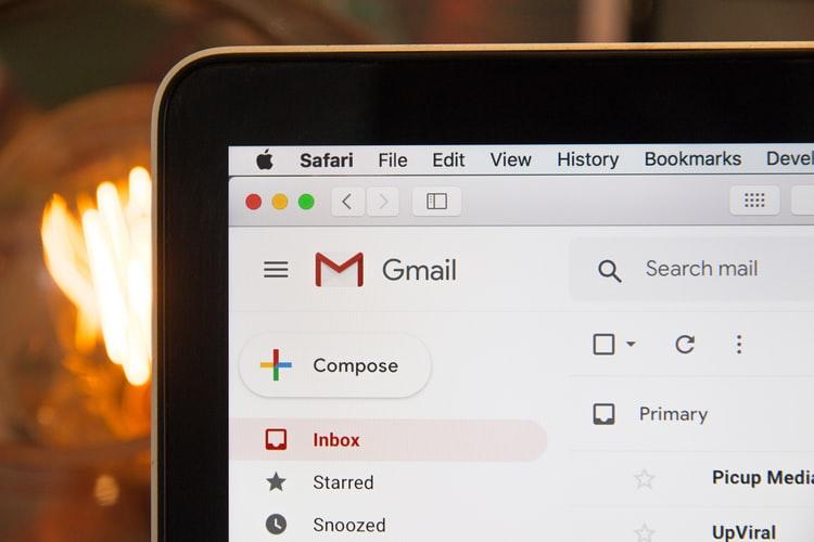Как да добавя имейл адрес към списъка с безопасни имейли?